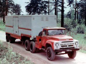 ЗИЛ-133ВЯ - тягач с полуприцепом фургоном