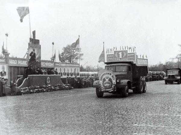 Об истории предприятия и модели «КрАЗ-6443»