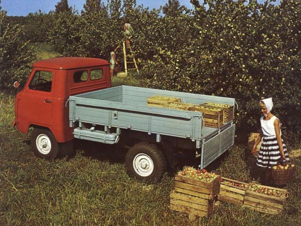 «УАЗ-452». Особенности и история модели-01