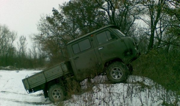 Преодоление препятствий на УАЗ-39094