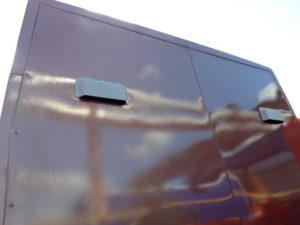 На задней стенке спальника «Чайка-Сервис» есть два дефлектора для циркуляции воздуха внутри кабины.