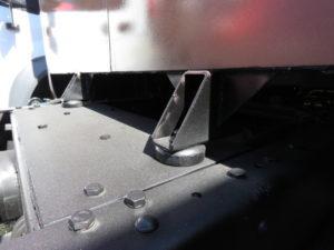 Надстройка «Чайка-Сервис» крепится к раме шасси аналогичными подушками с правильной установкой упорного буфера.
