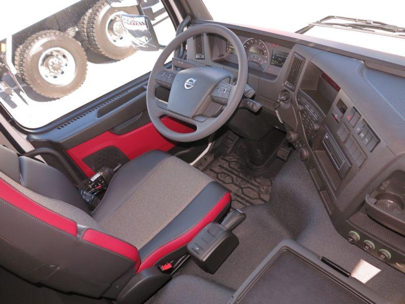Особенности кабины и обустройства рабочего места водителя на Volvo FMX 8x4