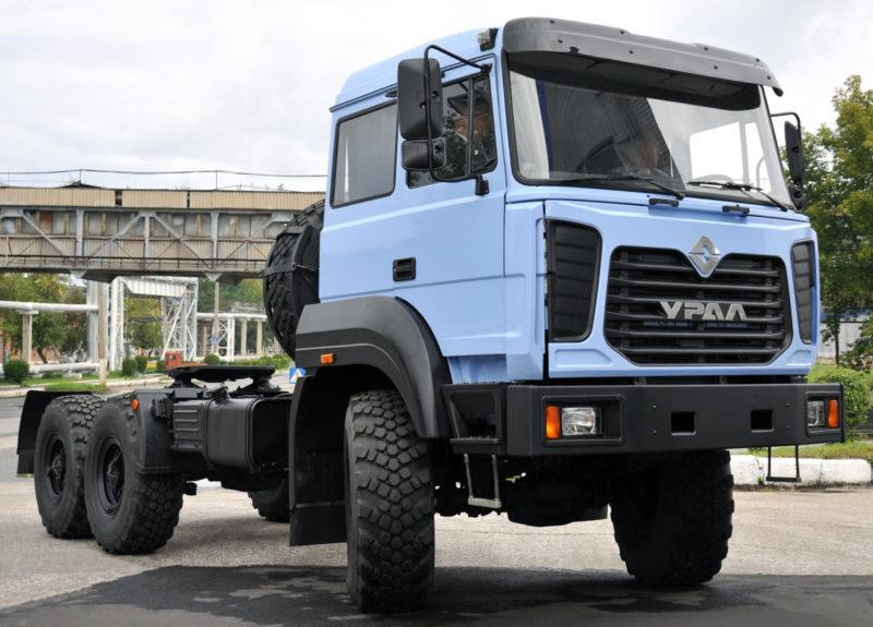 Современные модели седельных тягачей Урал-44202