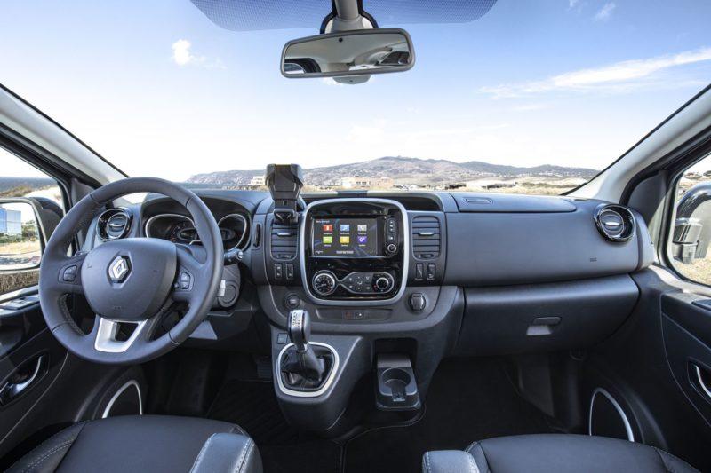 Кабина Renault Trafic и рабочее место водителя