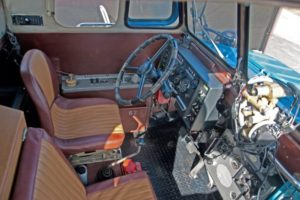 Кабина водителя и пассажирский салон