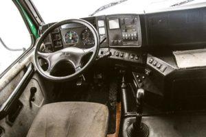В кабине МАЗ-6430