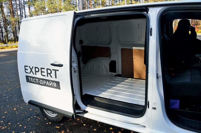 Грузовой отсек в Peugeot Expert (2)