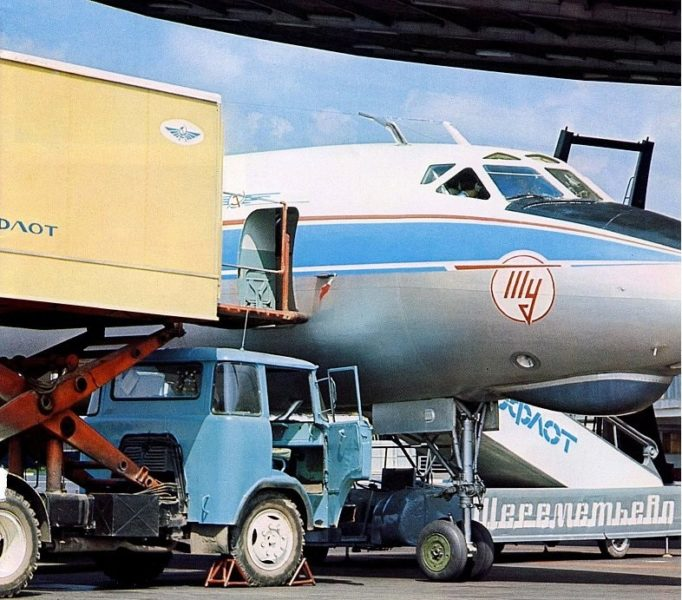Авиационный лифт АЛ-3 на шасси КАЗ-608