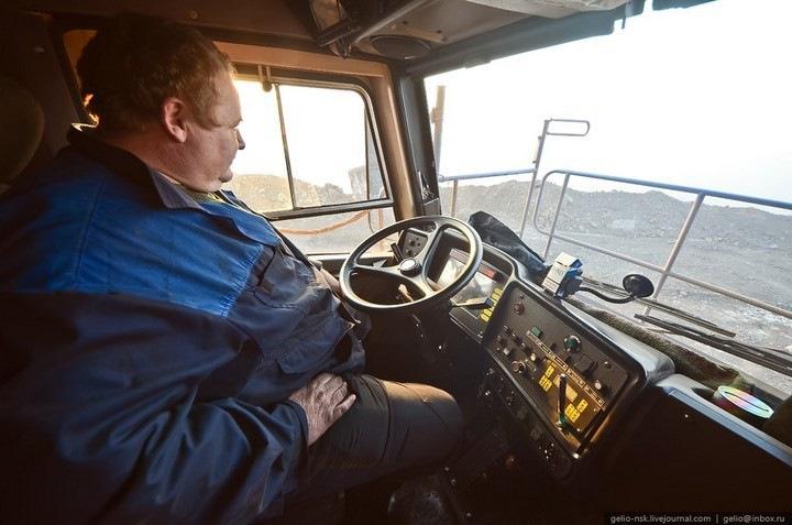 Кабина и кузов самосвала БелАЗ-75600